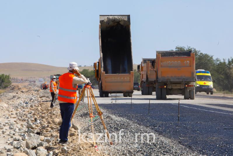 «Работаем днем и ночью» - жизнь казахстанских дорожников