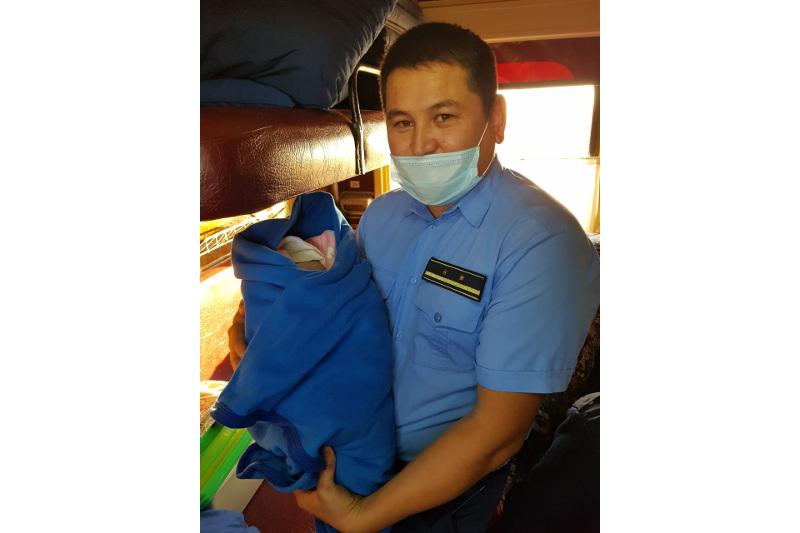 Пассажиры поезда Аркалык – Нур-Султан помогли проводникам принять роды