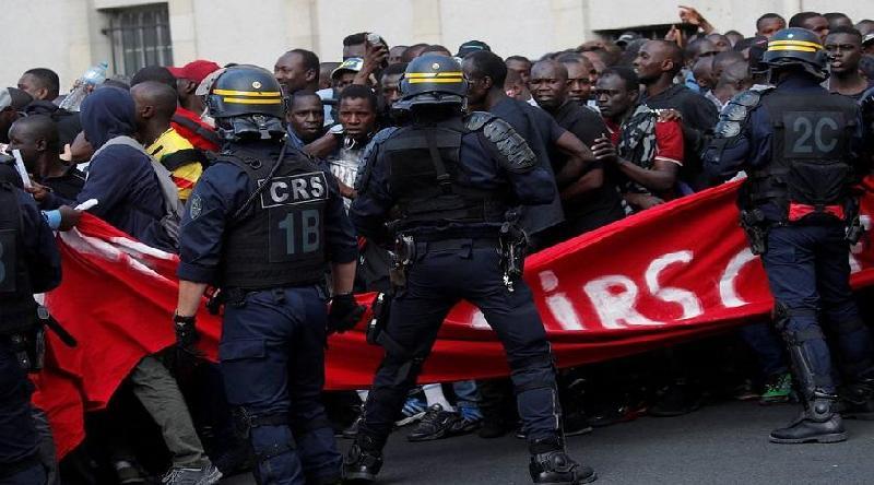 Заңсыз мигранттар Париждің орталығындағы Пантеонға шабуыл жасады