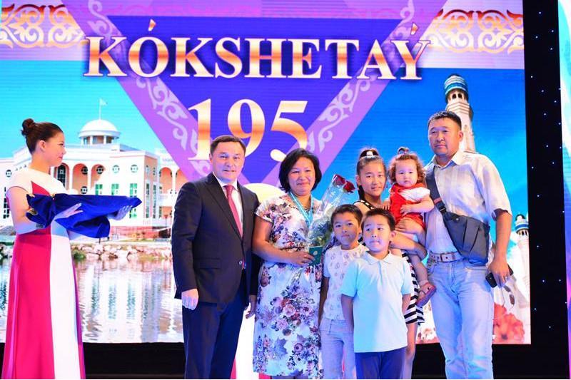 Подвески «Алтын алқа» и «Күміс алқа» вручили многодетным матерям в Кокшетау