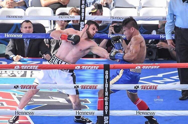 Казахстанец победил боксера с 35 победами