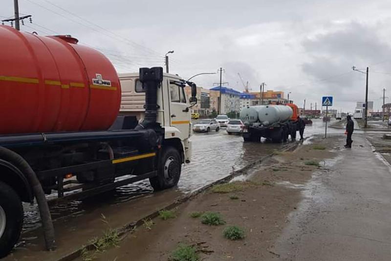 Проливной дождь обрушился на Атырау