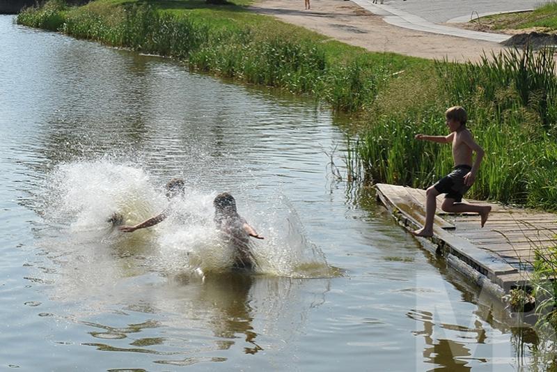 Тонущую девочку вытащили из воды подоспевшие спасатели в Алматинской области
