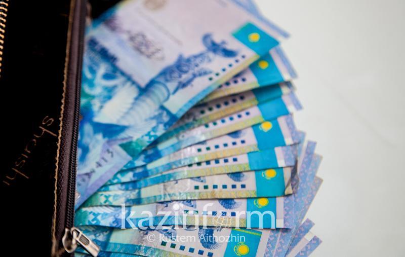 Назван размер среднемесячной зарплаты в Казахстане в июне