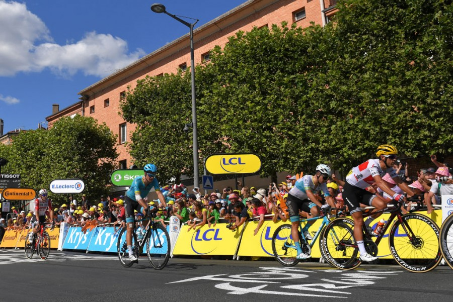 Tour de France. Stage 10. Hard day for Astana riders due to echelons