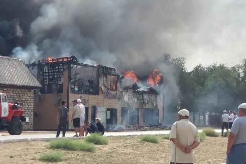 Торговый центр сгорел в Атырауской области