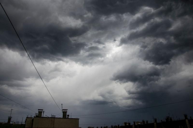 На Атырау вновь надвигается гроза со штормом