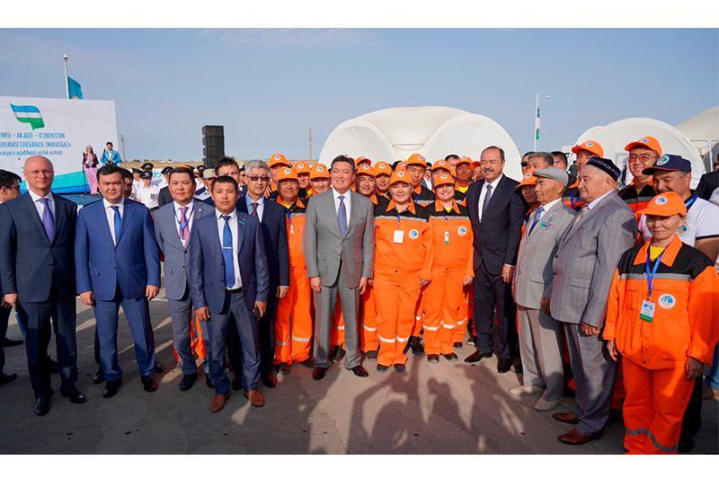 Аскар Мамин и Абдулла Арипов открыли автодорогу от Бейнеу до границы Узбекистана