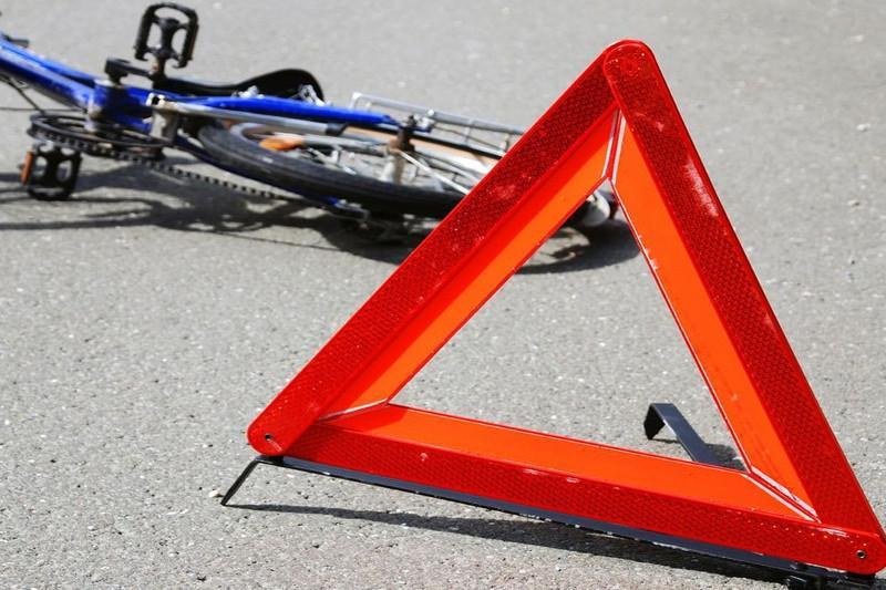 Оралда автокөлік велосипед мінген баланы қағып кетті