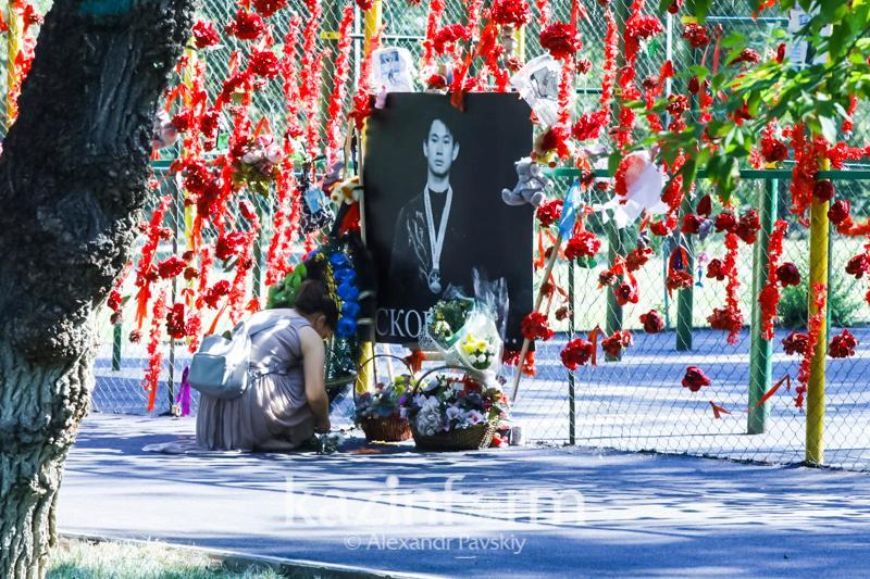Almaty residents bringing flowers to Denis Ten Memorial