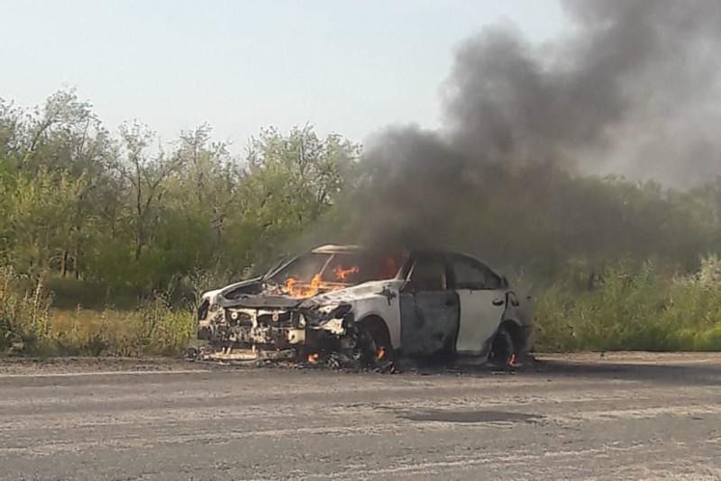 БҚО-да жол бойында Lexus автокөлігі жанып кетті