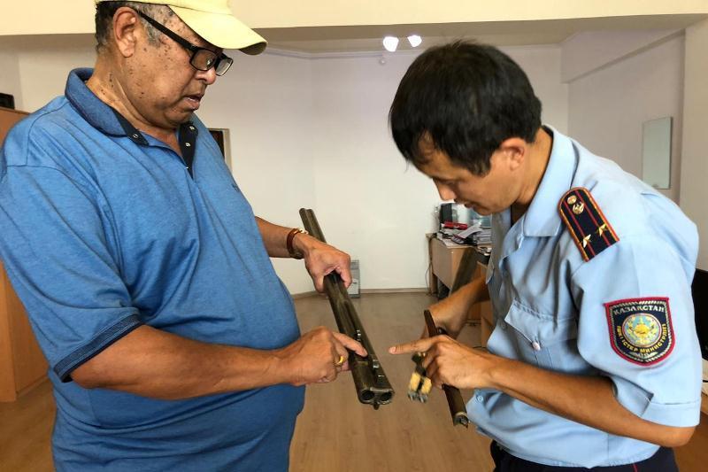 Раритетное ружье сдал в «приемную на дороге» житель Атырау
