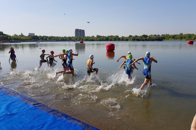 Республиканские соревнования по триатлону стартовали в Караганде