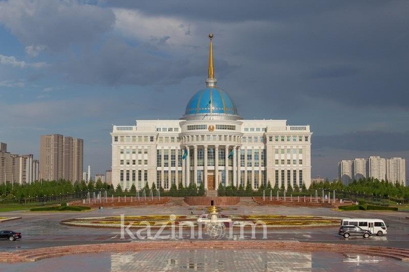 托卡耶夫总统向日本首相致慰问函