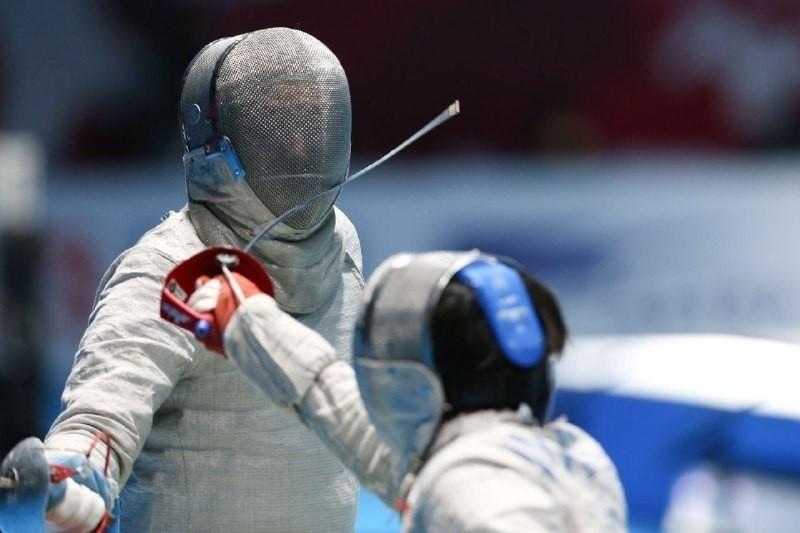 Казахстан уступил лидеру мирового рейтинга на ЧМ по фехтованию