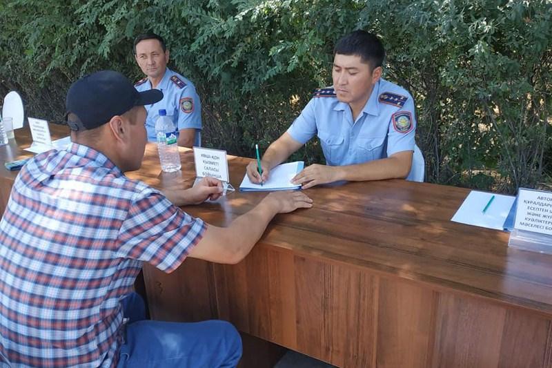 «Приемная на дороге»: более 2 тысяч граждан приняли полицейские Туркестанской области