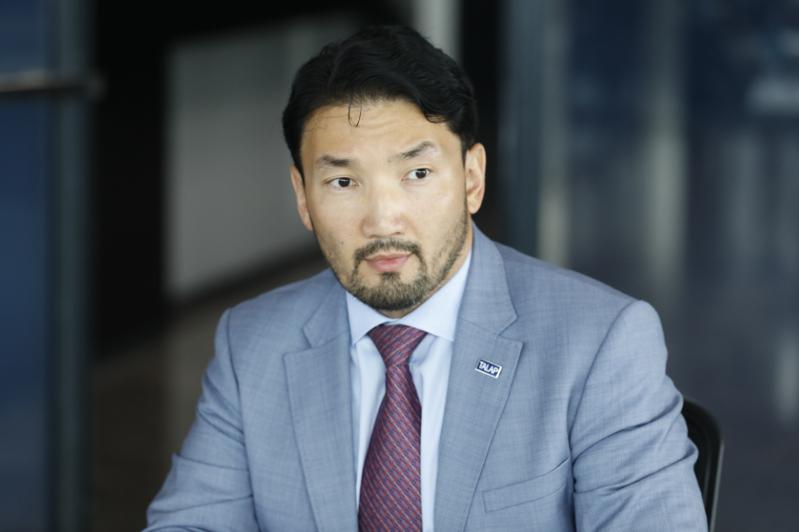 Повысить зарплату учителям за счет средств Нацфонда предложил Рахим Ошакбаев
