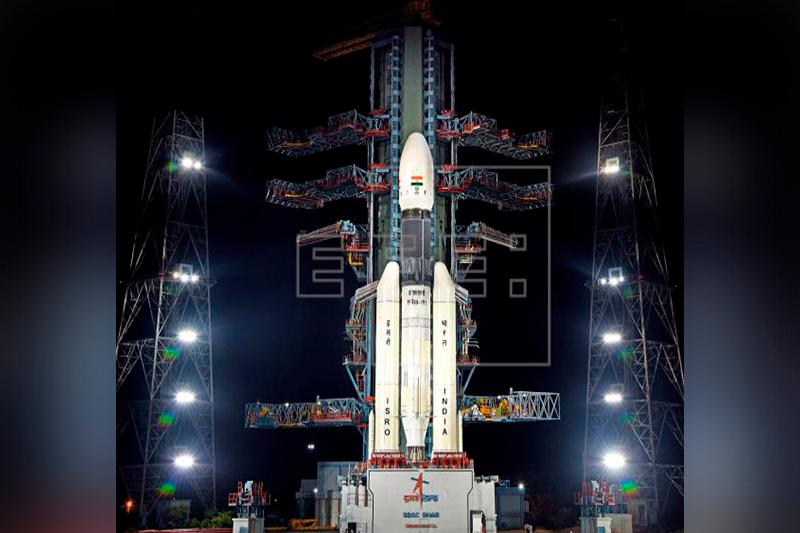 """印度成功发射""""月船2号""""月球探测器"""