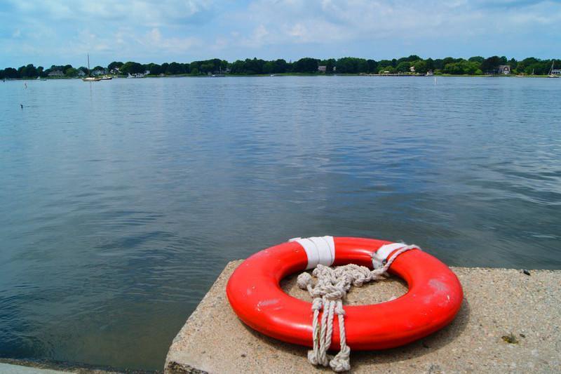 Рыбак и прохожий спасли тонувшую девочку в столице