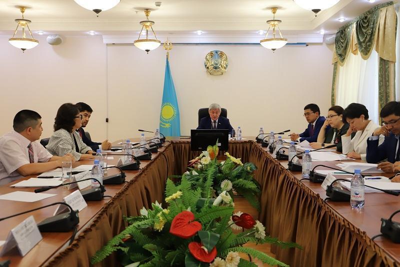 萨帕尔巴耶夫主持召开政府扩大会议 讨论人口就业问题