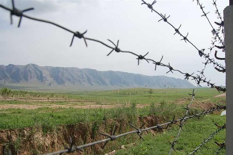 Обстановка на кыргызско-таджикской границе обострилась: ранен пограничник