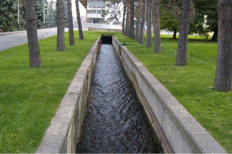 По арыкам Алматы зажурчала вода