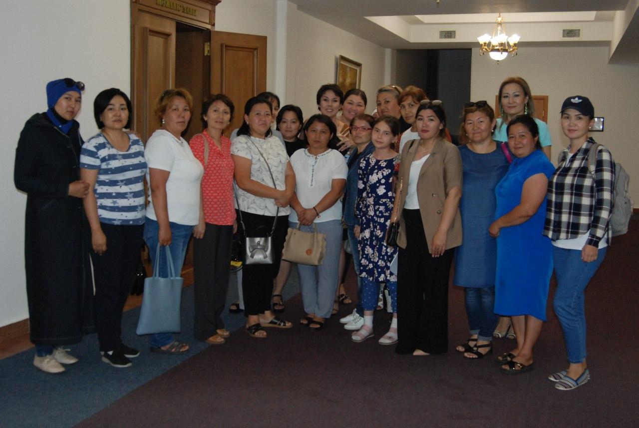 Многодетные матери встретились с Аружан Саин