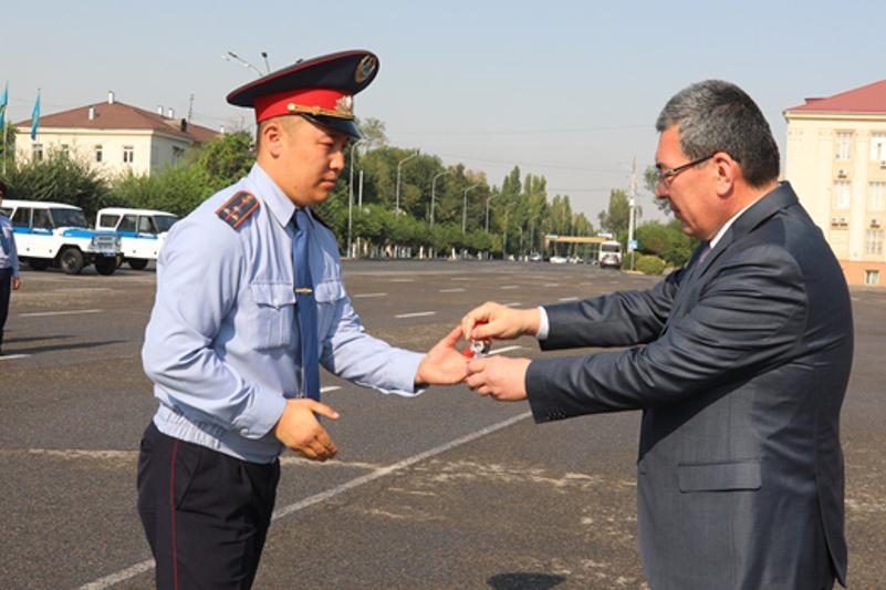 Жамбылдық полицейлерге 131 жаңа көлік берілді