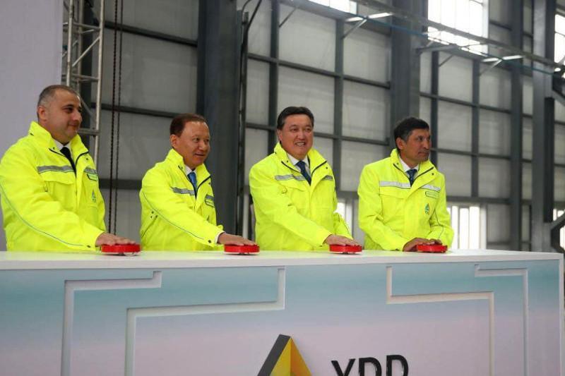 总理视察卡拉干达 出席新铁合金厂开业仪式