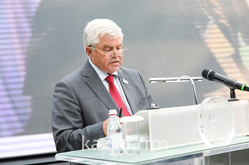 На слабое развитие сельской местности указал Владимир Божко