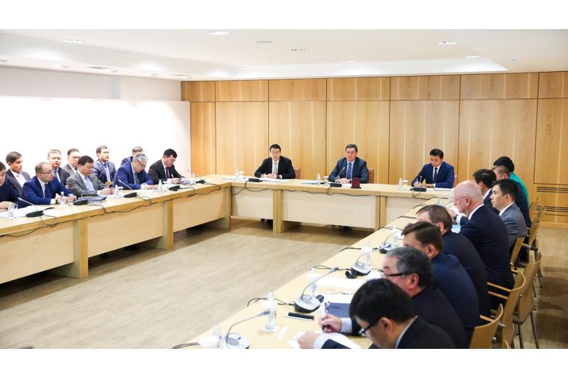 阿斯哈尔·马明主持召开首都发展委员会会议