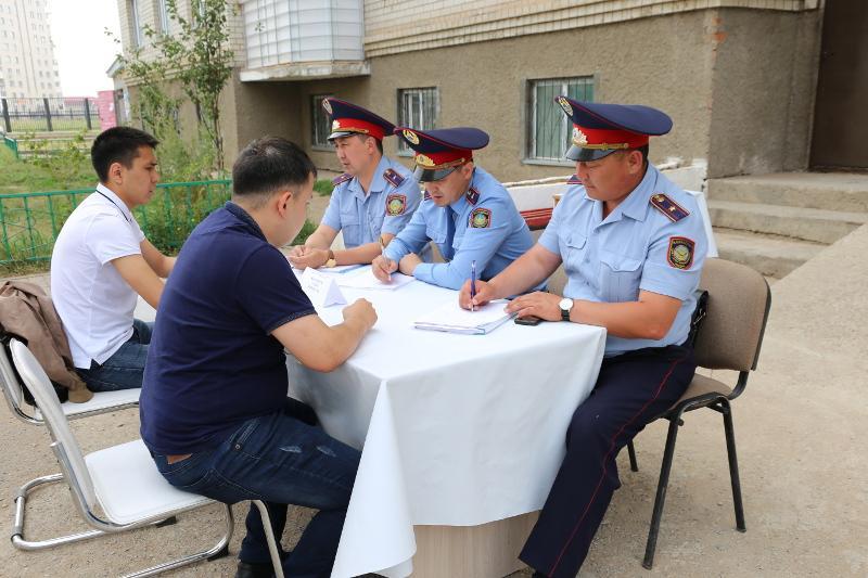 Мобильную акцию «Приемная во дворах» организовали столичные полицейские