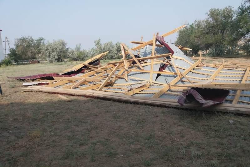Сильный ветер сорвал крышу школы в ЗКО