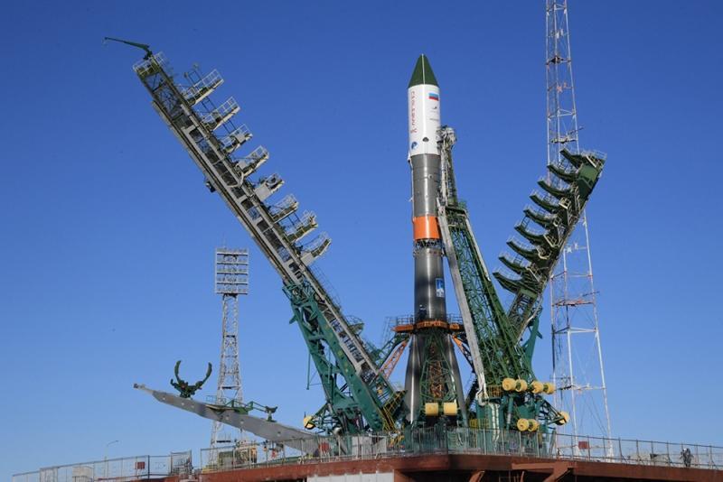 Космический грузовик «Прогресс МС-12» установлен на стартовом комплексе Байконура