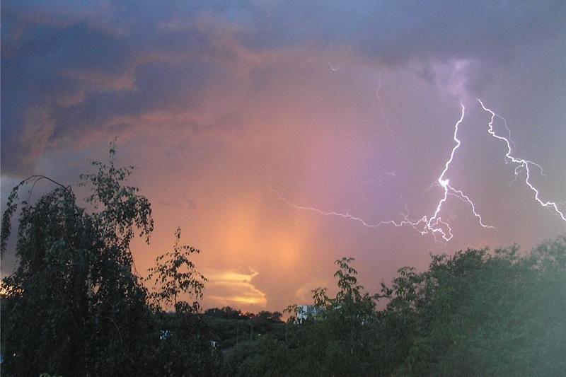 国内四个州发布雷电气象预警