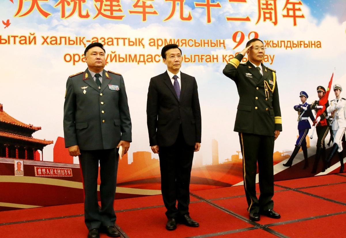 中国驻哈使馆举行招待会 庆祝解放军建军92周年