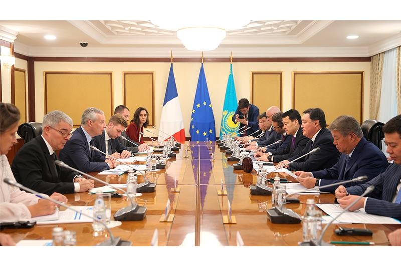Премьер-Министр РК встретился с министром экономики и финансов Франции