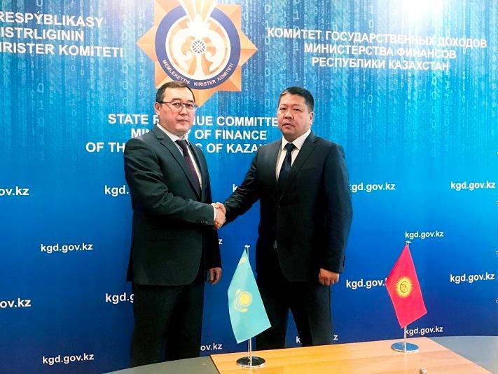 Казахстан и Кыргызстан договорились о сокращении времени транзита товаров