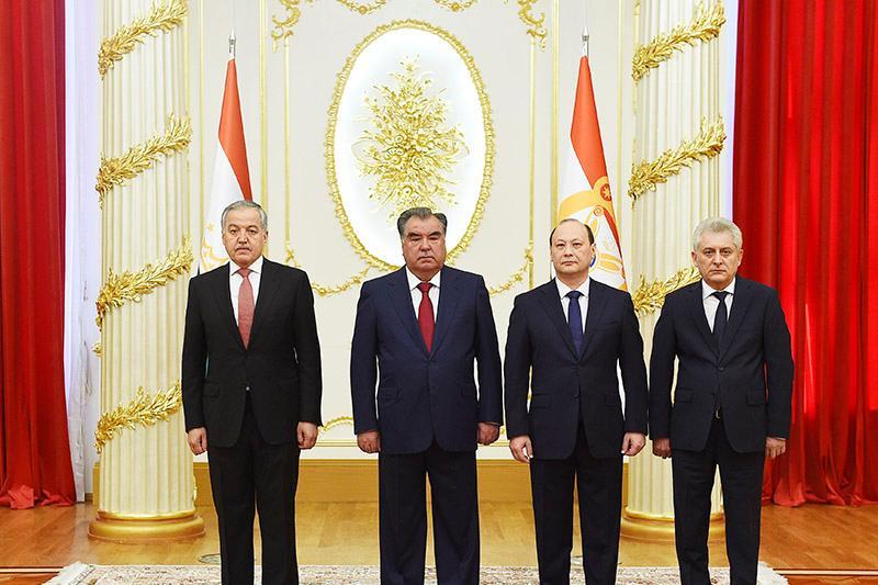 哈萨克斯坦大使向塔吉克斯坦总统递交国书