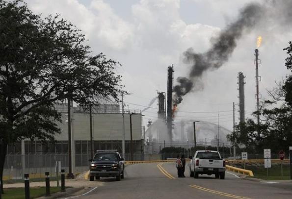 美德州炼油厂爆炸致66人受伤