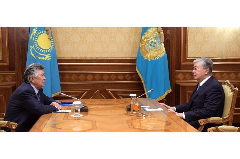 总统会见著名作家努尔兰·沃拉扎林