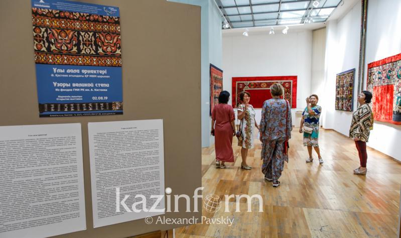 Almatyda «Uly dala órnekteri» kórmesi ashyldy