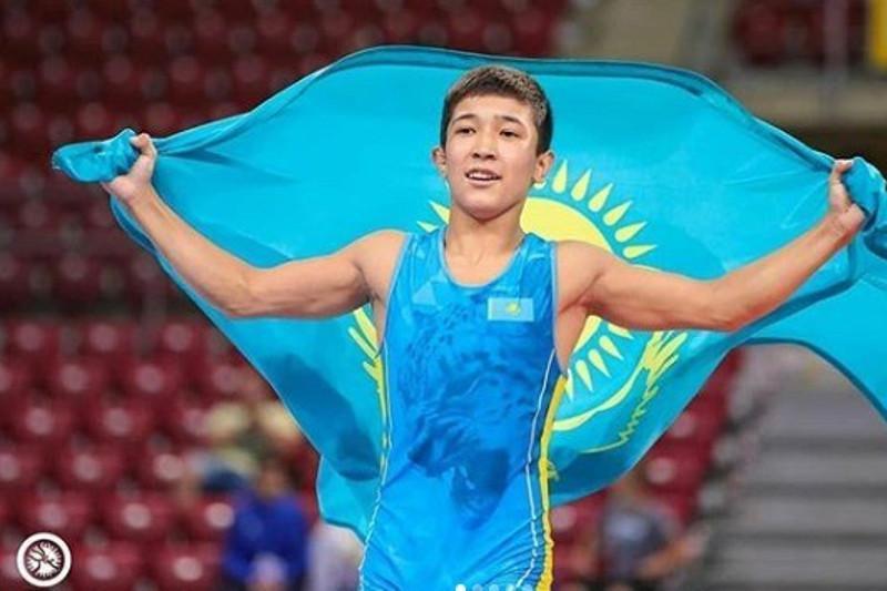 哈萨克斯坦少年获得国际青少年摔跤赛冠军