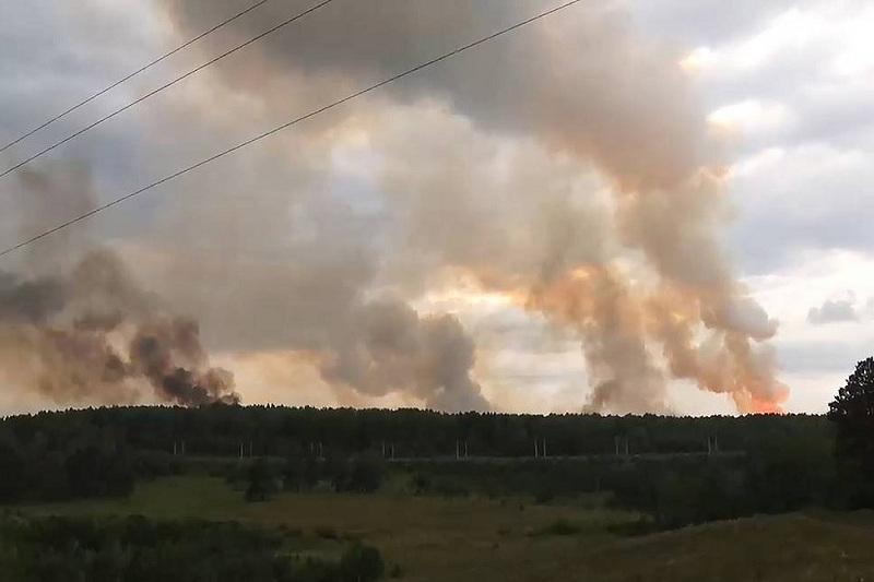 Взрывы на складе боеприпасов под Красноярском прекратились