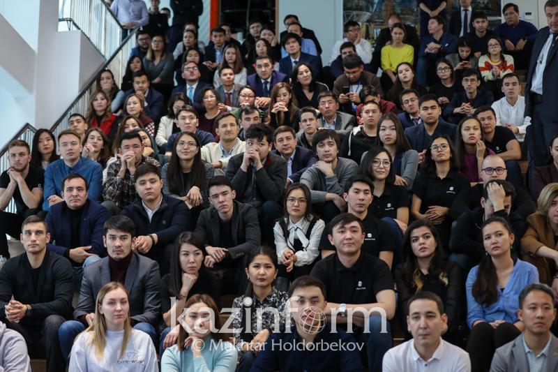 青年年:哈萨克斯坦与美国青年将建立互动联系