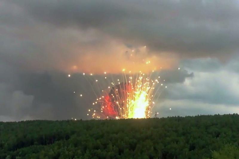 Выросло число пострадавших при взрывах на складе боеприпасов в РФ