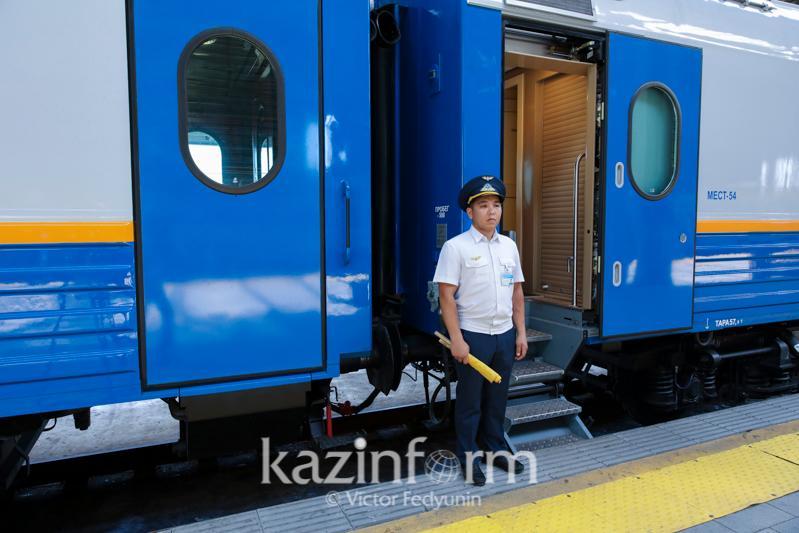 К кому обращаться, если у пассажира поезда возник вопрос