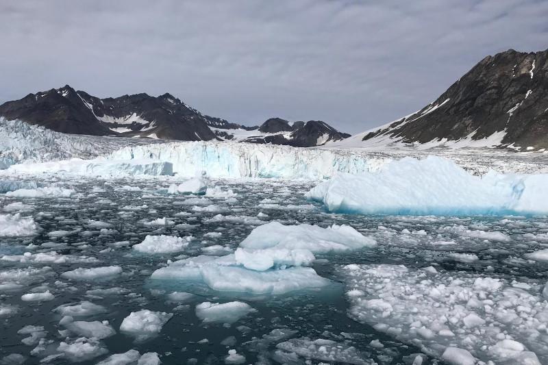 格陵兰岛冰川一天融化120亿吨 创高温纪录