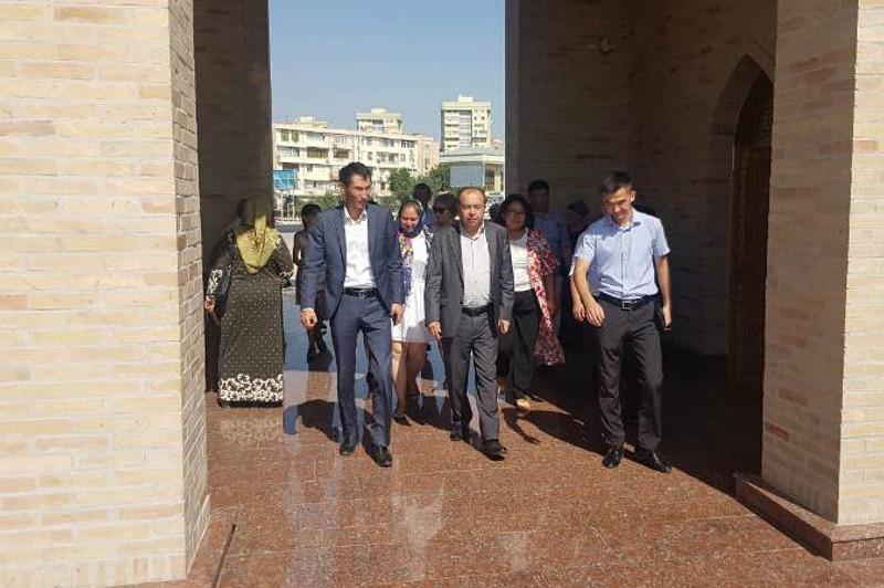 突厥斯坦州和乌兹别克斯坦加强旅游领域合作