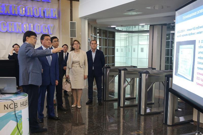 Премьер-Министр РК посетил Национальный центр биотехнологий